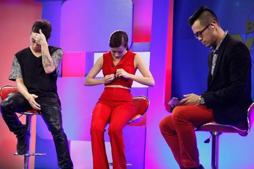 Sao Việt sợ xanh mặt vì sự cố tuột khóa váy, áo trên sân khấu - Ảnh 8