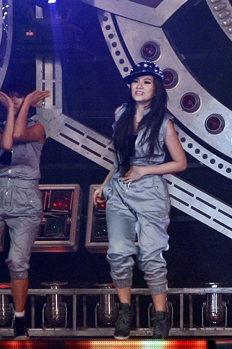 Sao Việt sợ xanh mặt vì sự cố tuột khóa váy, áo trên sân khấu - Ảnh 5