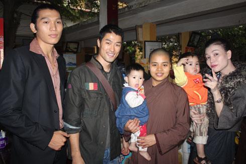 Nhiều sao Việt từng đến chùa Bồ Đề làm từ thiện - Ảnh 3