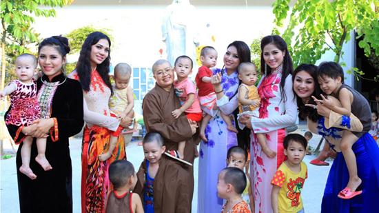 Nhiều sao Việt từng đến chùa Bồ Đề làm từ thiện - Ảnh 7