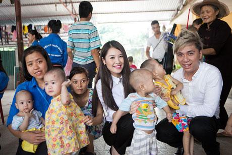 Nhiều sao Việt từng đến chùa Bồ Đề làm từ thiện - Ảnh 4