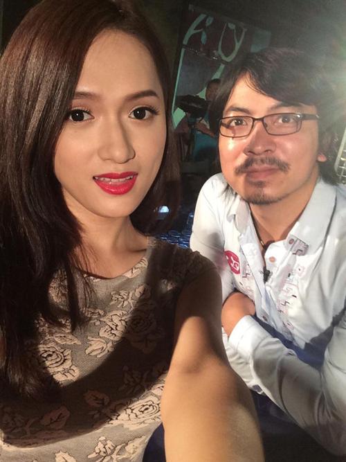 Ngọc Trinh, Linh Chi diện nội y uốn éo trên máy bay - Ảnh 4