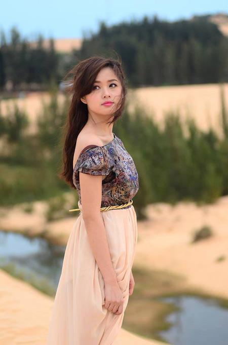 Ngọc Trinh, Linh Chi diện nội y uốn éo trên máy bay - Ảnh 7