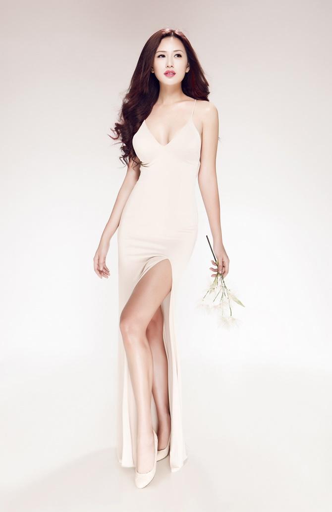 Sau 9 năm đăng quang Hoa hậu, Mai Phương Thúy vẫn vô cùng gợi cảm  - Ảnh 4