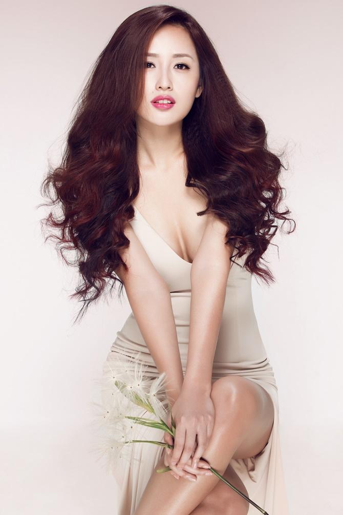Sau 9 năm đăng quang Hoa hậu, Mai Phương Thúy vẫn vô cùng gợi cảm  - Ảnh 3