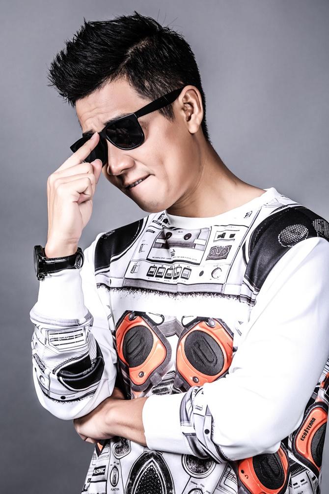 Nguyên Khang thay đổi hình ảnh để làm MC The Remix - Ảnh 1