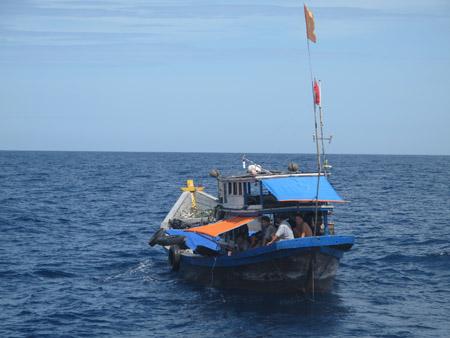 Hằng trăm tàu thuyền nằm trong hướng đi của bão Krosa - Ảnh 2