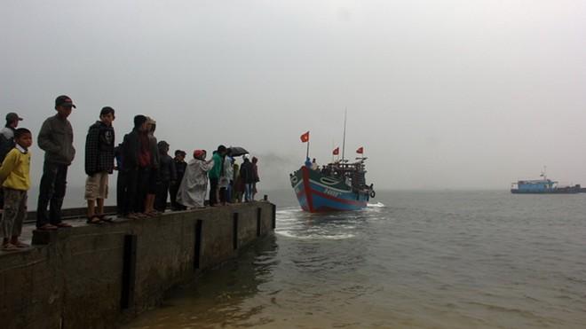Vụ chìm tàu cá: 3 ngư dân tử nạn, 1 người mất tích - Ảnh 2