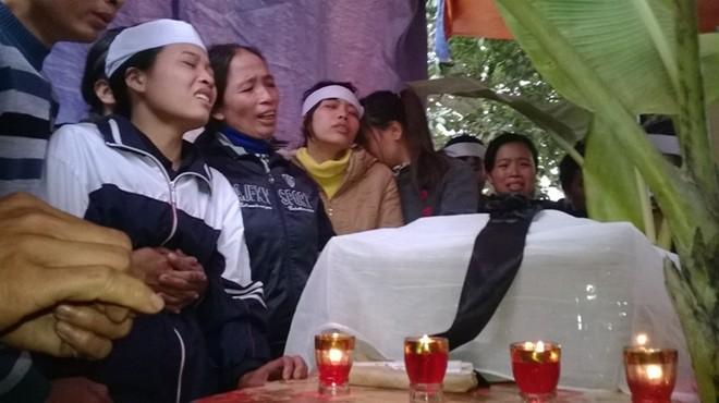 Đám tang đẫm nước mắt của nữ sinh bị chết cháy ở Hà Nội - Ảnh 2