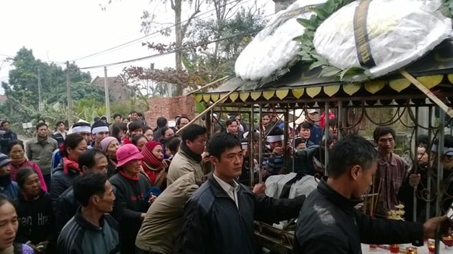 Đám tang đẫm nước mắt của nữ sinh bị chết cháy ở Hà Nội - Ảnh 7