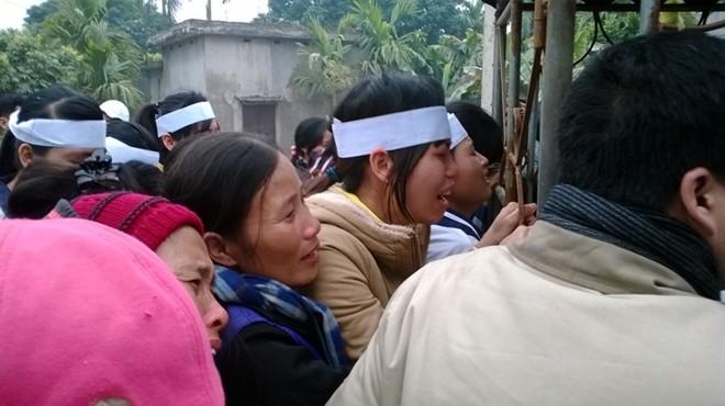 Đám tang đẫm nước mắt của nữ sinh bị chết cháy ở Hà Nội - Ảnh 8