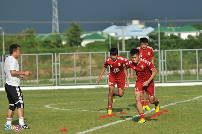 U19 Việt Nam tập bóng bổng chống lại U19 Hàn Quốc - Ảnh 11