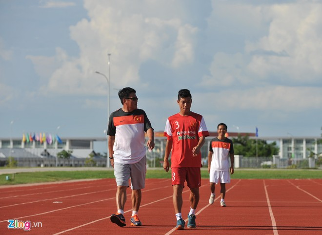 U19 Việt Nam tập bóng bổng chống lại U19 Hàn Quốc - Ảnh 4