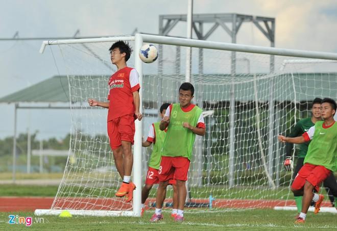 U19 Việt Nam tập bóng bổng chống lại U19 Hàn Quốc - Ảnh 10
