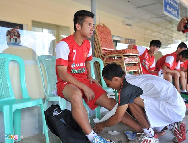 U19 Việt Nam tập bóng bổng chống lại U19 Hàn Quốc - Ảnh 1