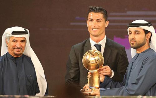 """Qua mặt Messi, Ronaldo ẵm giải  """"Cầu thủ hay nhất 2014"""" - Ảnh 1"""