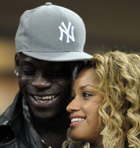 Buffon sẽ cặp với bồ cũ của đàn em Balotelli? - Ảnh 1