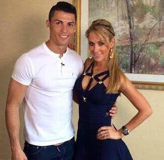 Vắng bạn gái, Ronaldo tòm tem nữ phóng viên? - Ảnh 1