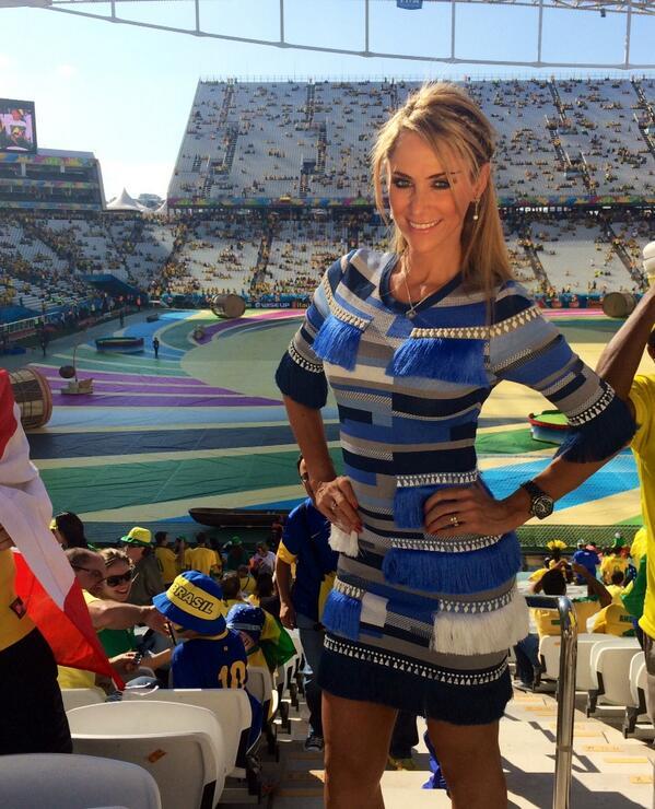 Vắng bạn gái, Ronaldo tòm tem nữ phóng viên? - Ảnh 3