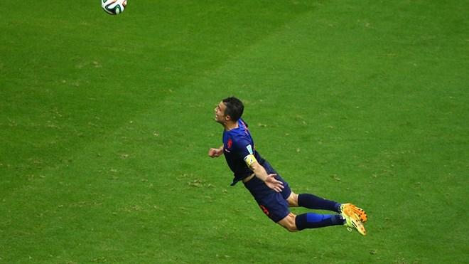 Video: Hà Lan bất ngờ đè bẹp Tây Ban Nha 5-1 - Ảnh 2