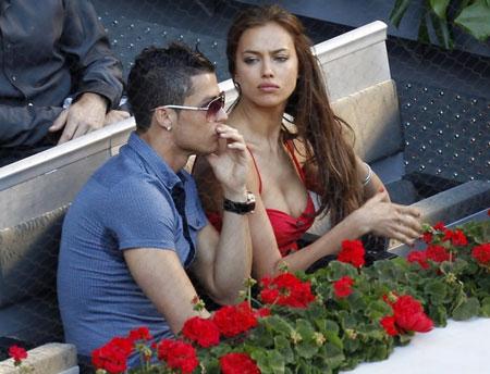 """Messi, Ronaldo chọn vợ: Phải là """"hàng thật"""", không dao kéo - Ảnh 1"""