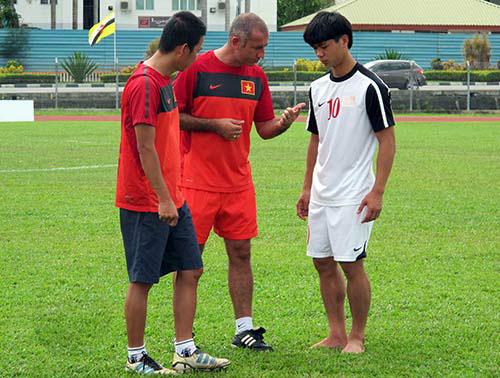 """HLV U19 Việt Nam """"chỉnh"""" Công Phượng trước trận đấu Indonesia - Ảnh 1"""