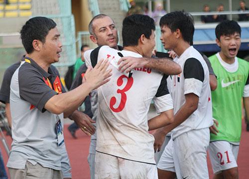 HLV Graechen bỏ U19 Việt Nam để về đội của bầu Đức? - Ảnh 1