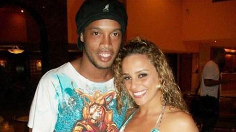 Tin chấn động: Tay chơi Ronaldinho lấy vợ xinh nhưng thất nghiệp - Ảnh 1