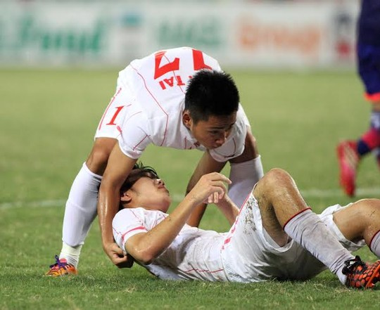Cầu thủ U19 Việt Nam gục khóc, fan buồn rượi sau thất bại - Ảnh 4