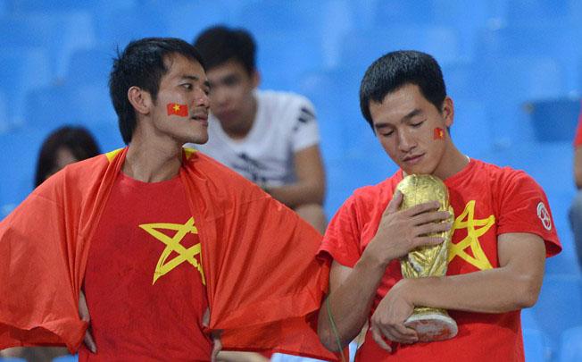 Cầu thủ U19 Việt Nam gục khóc, fan buồn rượi sau thất bại - Ảnh 6
