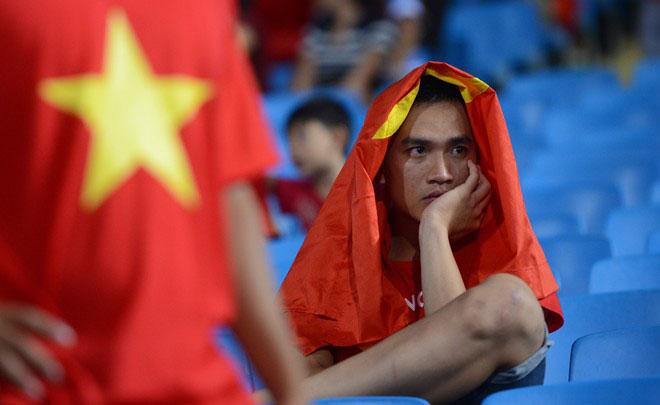 Cầu thủ U19 Việt Nam gục khóc, fan buồn rượi sau thất bại - Ảnh 8