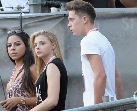 Nhà Beckham gặp rủi:  Bố gãy tay, con trai bị hot girl ngó lơ - Ảnh 2