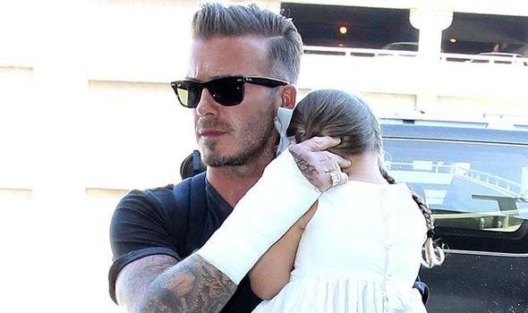 Nhà Beckham gặp rủi:  Bố gãy tay, con trai bị hot girl ngó lơ - Ảnh 1