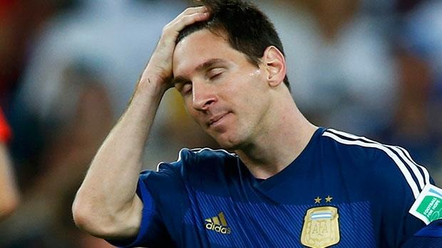 Bất mãn với thầy, Messi cân nhắc giã từ ĐT Argentina - Ảnh 1