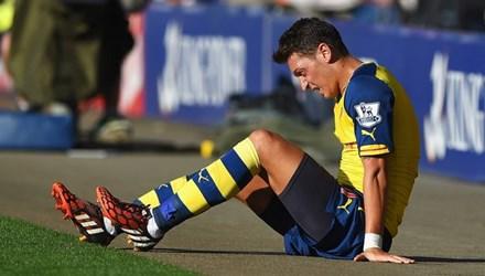 Arsenal nhận tin dữ từ Mesut Ozil - Ảnh 1