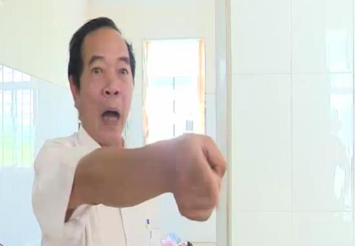 Đình chỉ Giám đốc Bệnh viện ngăn cản phóng viên tác nghiệp - Ảnh 1