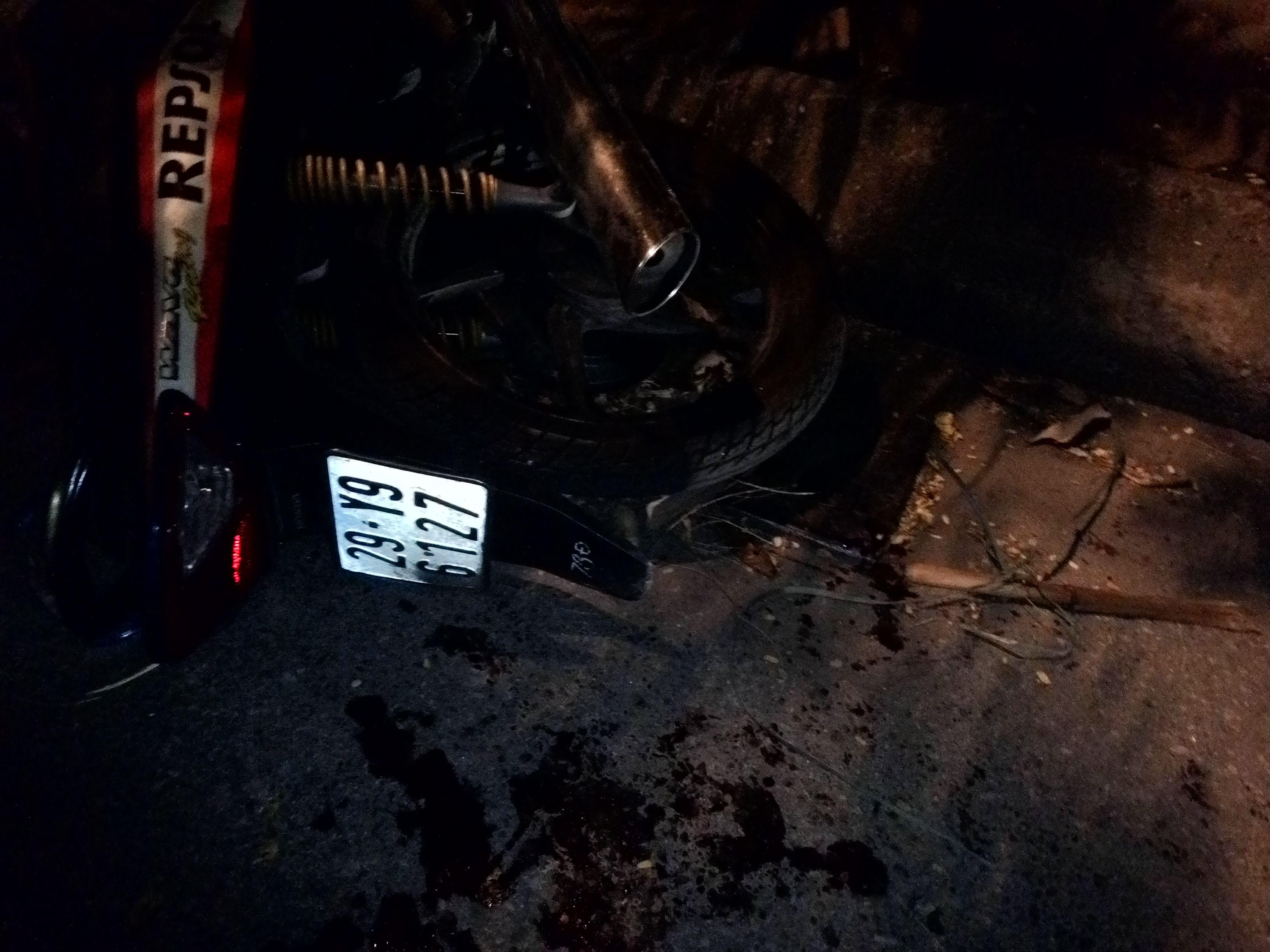 """Xe """"điên"""" gây tai nạn liên hoàn trong đêm, nhiều người bị thương - Ảnh 3"""