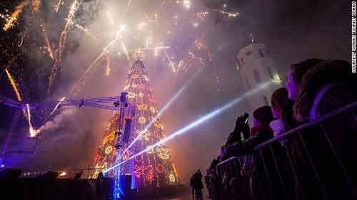 Những cây thông Noel hoành tráng nhất thế giới năm 2013 - Ảnh 1