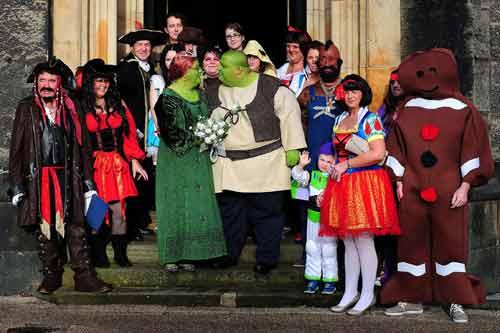 Lạ kỳ đám cưới hóa thân thành nhân vật cổ tích trong đời thực - Ảnh 1