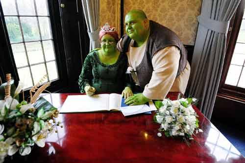 Lạ kỳ đám cưới hóa thân thành nhân vật cổ tích trong đời thực - Ảnh 4