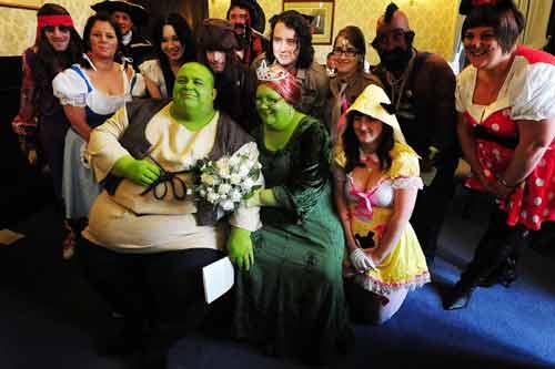 Lạ kỳ đám cưới hóa thân thành nhân vật cổ tích trong đời thực - Ảnh 2