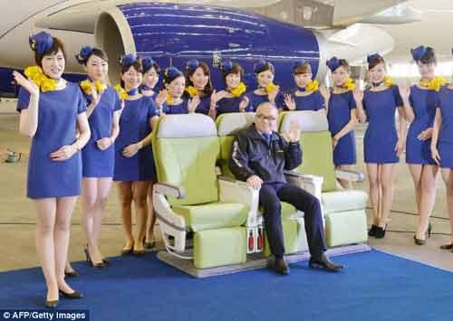 Đồng phục của hãng hàng không Nhật bị chỉ trích vì quá ngắn - Ảnh 1