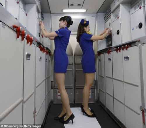 Đồng phục của hãng hàng không Nhật bị chỉ trích vì quá ngắn - Ảnh 3