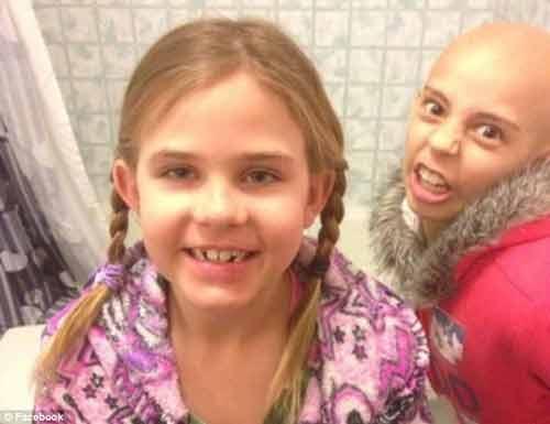 Cảm phục bé gái 9 tuổi cạo trọc đầu để động viên bạn ung thư - Ảnh 2