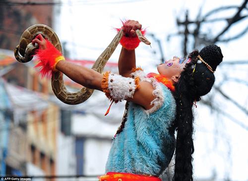 Hình ảnh ấn tượng tại lễ hội Maha Shivratri của người Hindu - Ảnh 2