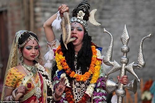 Hình ảnh ấn tượng tại lễ hội Maha Shivratri của người Hindu - Ảnh 5