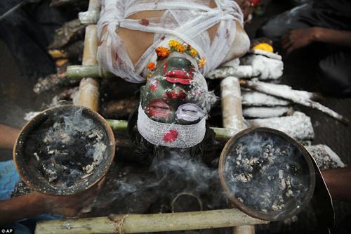 Hình ảnh ấn tượng tại lễ hội Maha Shivratri của người Hindu - Ảnh 6