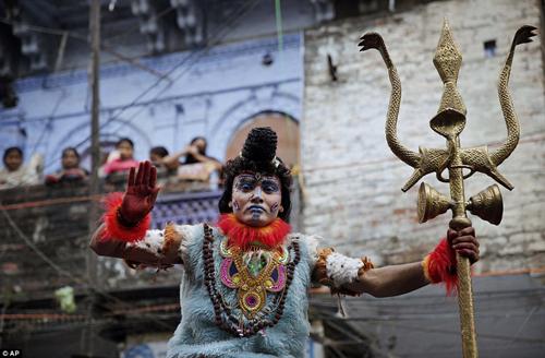 Hình ảnh ấn tượng tại lễ hội Maha Shivratri của người Hindu - Ảnh 8