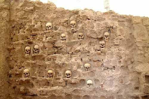 Khám phá những công trình được xây dựng bằng xương, đầu lâu người - Ảnh 3