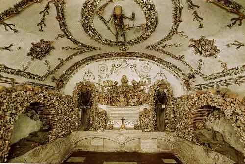 Khám phá những công trình được xây dựng bằng xương, đầu lâu người - Ảnh 6
